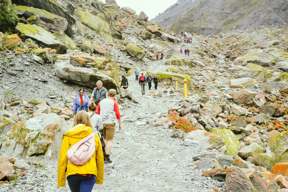 Many, many people going up the trail to the glacier.